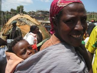 Ethiopische vrouw met baby.